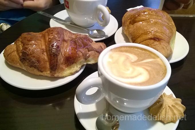 イタリアの朝食、ブリオッシュとカプチーノ
