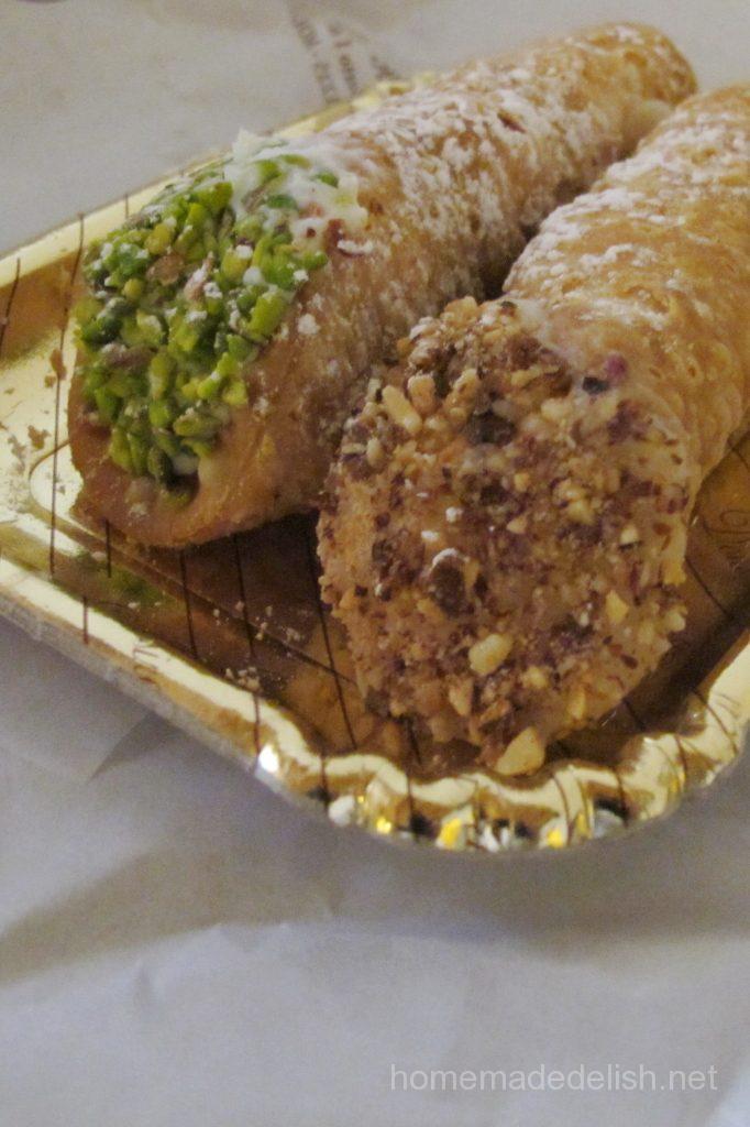 シチリアのお菓子のカンノーリ
