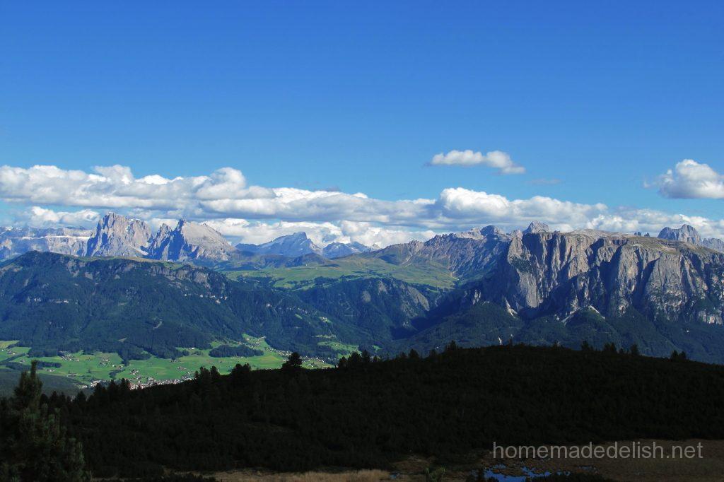 イタリアのボルツァーノからロープウェイで上った高原からの景色